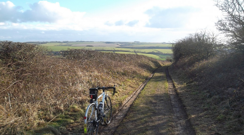 Yorkshire Wolds Cycle Route bridleway North Newbald Stoneknowle Hill